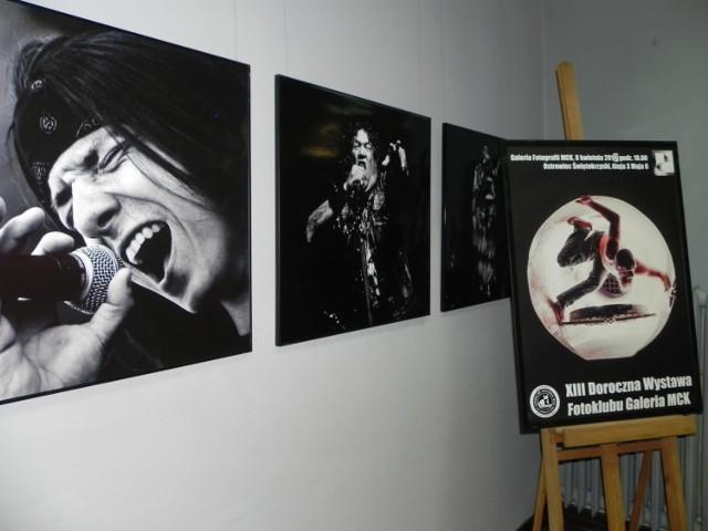 Fotografie Wojciecha Różalskiego i plakat tegorocznej wystawy.