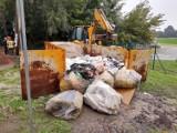Kraków. Śmieciami powodzi nie zatamujesz. Kontenery z piaskiem potraktowano jak wysypisko