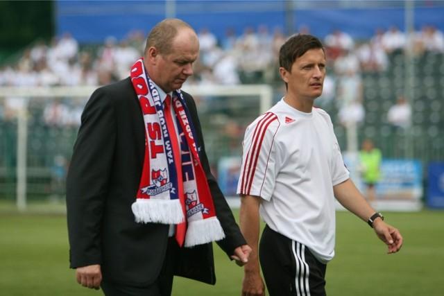 Robert Kasperczyk kompletuje swój nowy sztab szkoleniowy. Być może znajdzie się w nim m.in. Tomasz Świderski (z prawej)