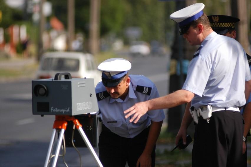 """Strażnicy """"łapią"""" łamiących przepisy kierowców"""
