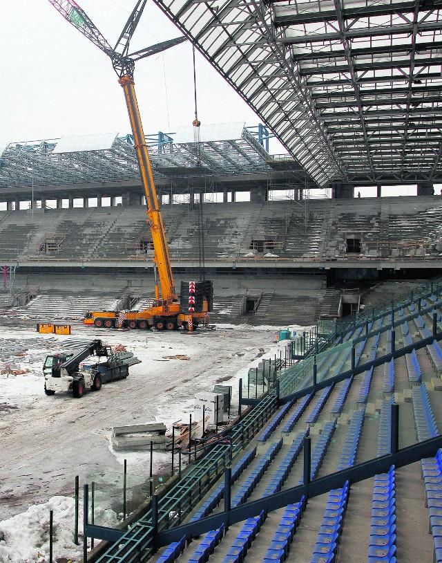 Prace na stadionie Wisły postępują ostatnio szybko, ale czy w lipcu zagrają na nim piłkarze?