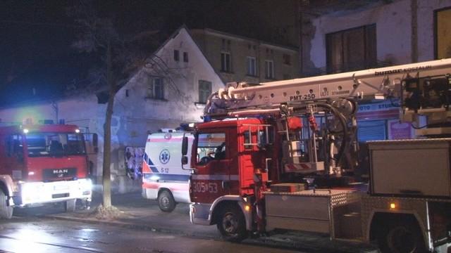 W pożarze mieszkania na Rzgowskiej 35 ranne zostały 2 osoby