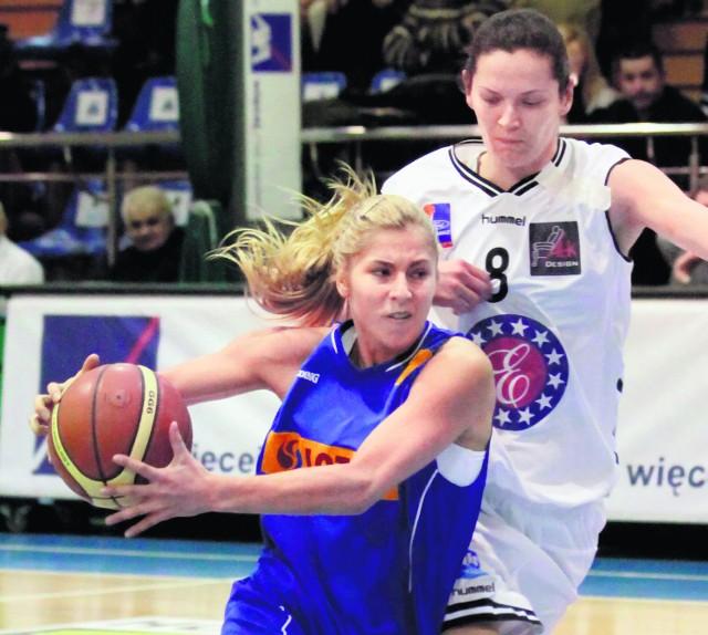 Elena Babkina (z piłką) zdobyła w sobotę 25 punktów