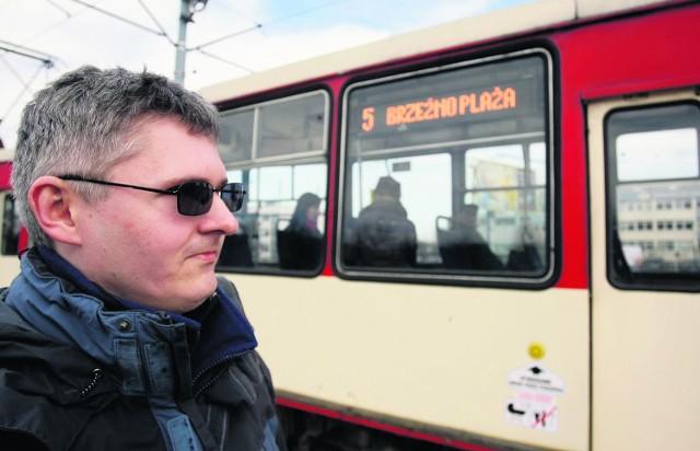 Niewidomy Rafał Charłampowicz walczy o to, by w autobusach i tramwajach pojawił się głos