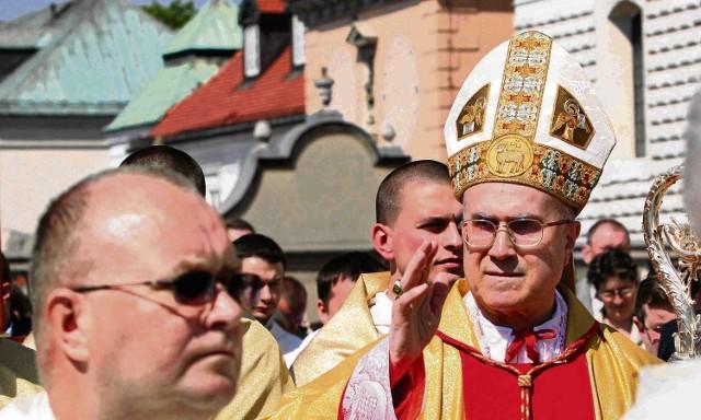 Kardynał Tarcisio Bertone przewodniczył uroczystej sumie pontyfikalnej
