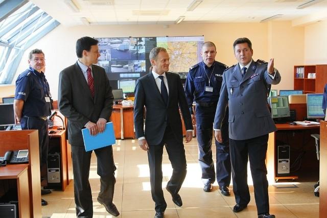 Premier Donald Tusk w Poznaniu sprawdzał stan przygotowań do Euro 2012. W piątek spotkał się z policjantami