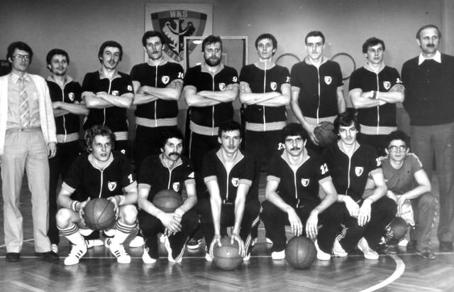 Śląsk 1981, czyli mistrz Polski. U dołu z lewej Dariusz Zelig. Z prawej trener Mieczysław Łopatka