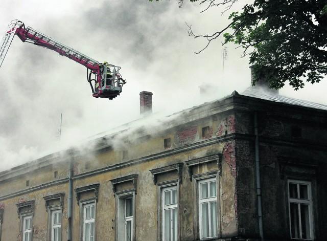 Pożar, który wybuchł po godzinie 7 spowodował zadymienie całej okolicy w centrum miasta