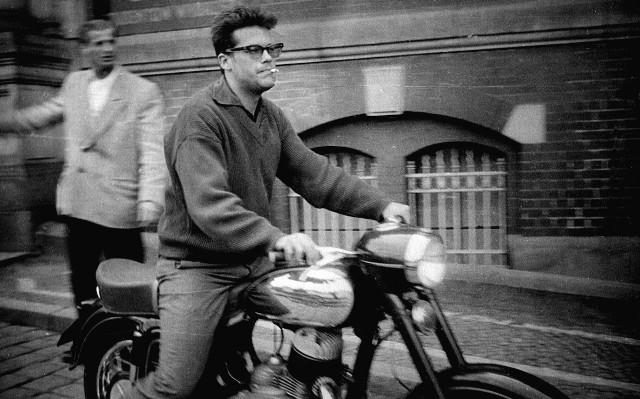 Aktor lubił pojazdy mechaniczne, najbardziej motocykle. Był w tym podobny do przyjaciela Bogumiła Kobieli