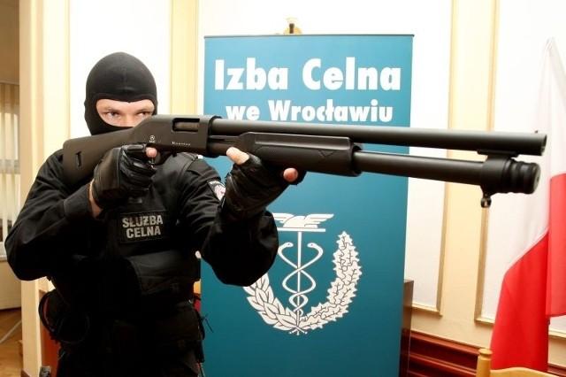 Polscy celnicy dostaną 76 takich właśnie strzelb