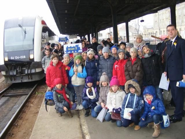 Po wycieczce szynobusem na stację Poznań  Franowo, gdzie stoi wiele pociągów towarowych  dzieci wróciły na poznański Dworzec Główny