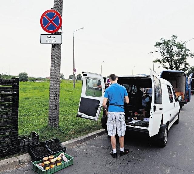 Na Klejnowskiej można kupić owoce i warzywa
