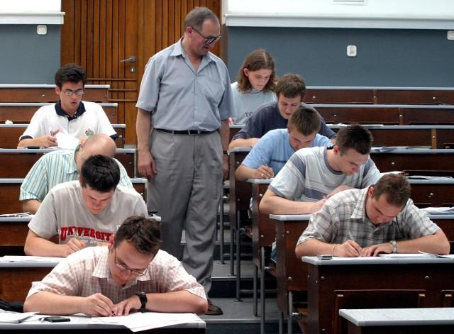 Studenci wciąż czekają na stypendia