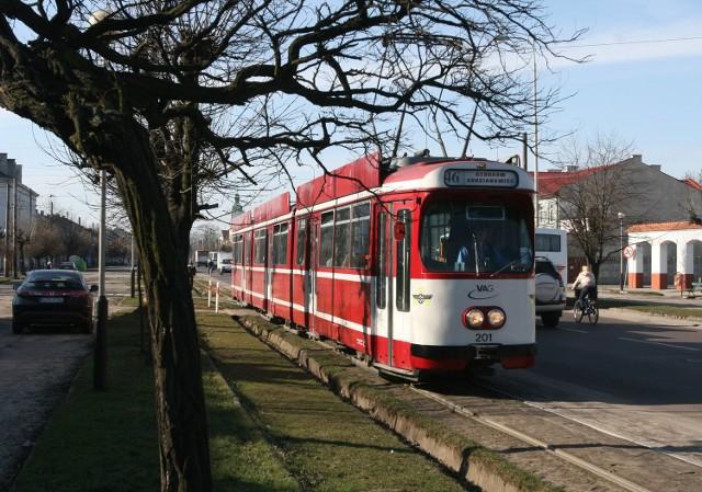 Tramwaj linii 46 kursuje pomiędzy Łodzią o Ozorkowem