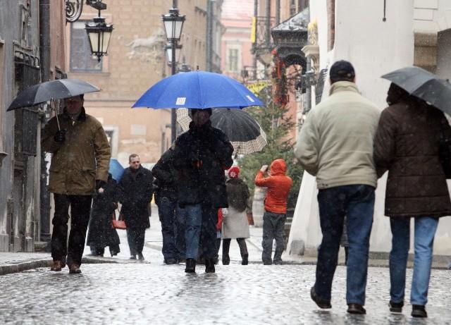 Tegoroczne wakacje to remonty dróg i bardzo zmienna pogoda: ulewy i wiatr.