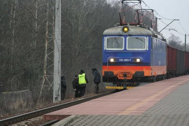 Puławy: 32-latek rzucił się pod pociąg