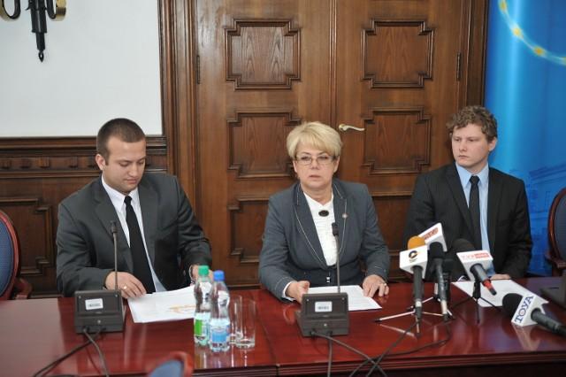 Wojewoda łódzki Jolanta Chełmińska i przedstawiciele organizacji studenckich
