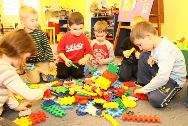 Łódzcy radni chcą, żeby kolejne godziny dziecka w przedszkolu były coraz tańsze.