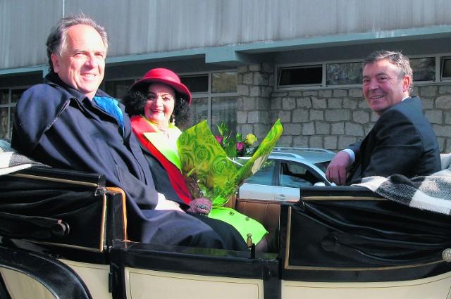 Od lewej: Janusz Majcher, siostra Helena i burmistrz Villarreal