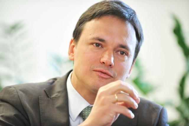Jacek Cichocki jest związany z rządem Tuska od 2008 r. Najpierw jako sekretarz stanu ds. służb, obecnie, od listopada 2011  roku, pełni funkcję ministra spraw wewnętrznych