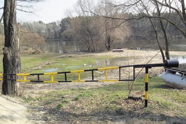 Dwie powodzie sprawiły, że na brzegu nie ma śladu prac ziemnych, jakie wykonano w 2009 r