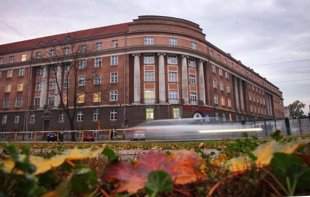 Szpital Wojskowy w Poznaniu każe płacić, choć ma odwozić karetką za darmo