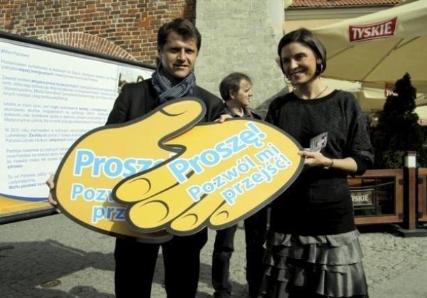 Cezary Kucharski - kolejny sportowiec w parlamencie - z posłanką Joanną Muchą