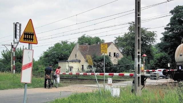 Przejazd kolejowy przy ulicy 3 Maja to najkrótsza trasa do szpitala