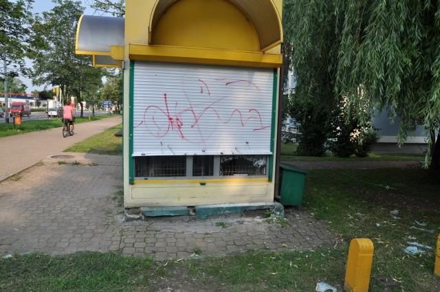 Puławy: Włamywali się do kiosków. Kradli pieniądze, papierosy i rajstopy