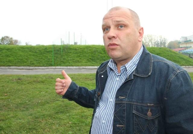 Ustępujący zarząd odsprzedał Dariuszowi Dzwonnikowi logo, godło sztandar oraz klubowe puchary za kwotę 50 tysięcy zł