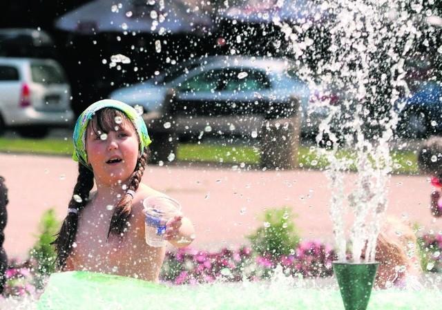 Na tropikalne temperatury nic tak nie pomaga, jak schładzanie się wodą