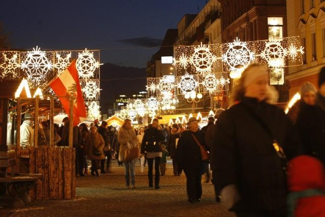 06.12.2012 Na wrocławskim Rynku i w jego okolicach rozbłysła świąteczna iluminacja.