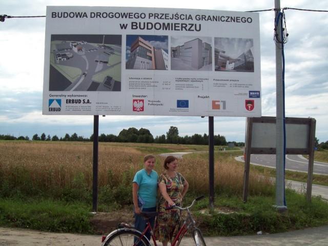 """Zwiedzając latem Roztocze, pojechałyśmy rowerem na południowo-wschodni """"koniec świata"""".  Budomierz to mała miejscowość tuż przy granicy ukraińskiej. Tam powstało  po """"przejściach"""" przejście graniczne z Ukrainą. Jest to inwestycja na skalę europejską, wykonana ze środków unijnych. Planowano otwarcie na Euro 2012, niestety strona ukraińska zawiodła."""
