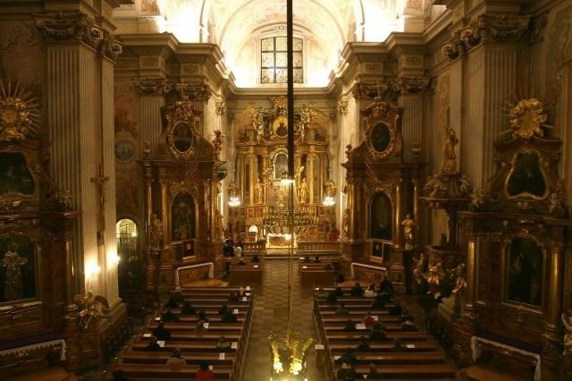 Już tylko co trzeci katolik w naszym kraju chodzi co niedzielę do kościoła