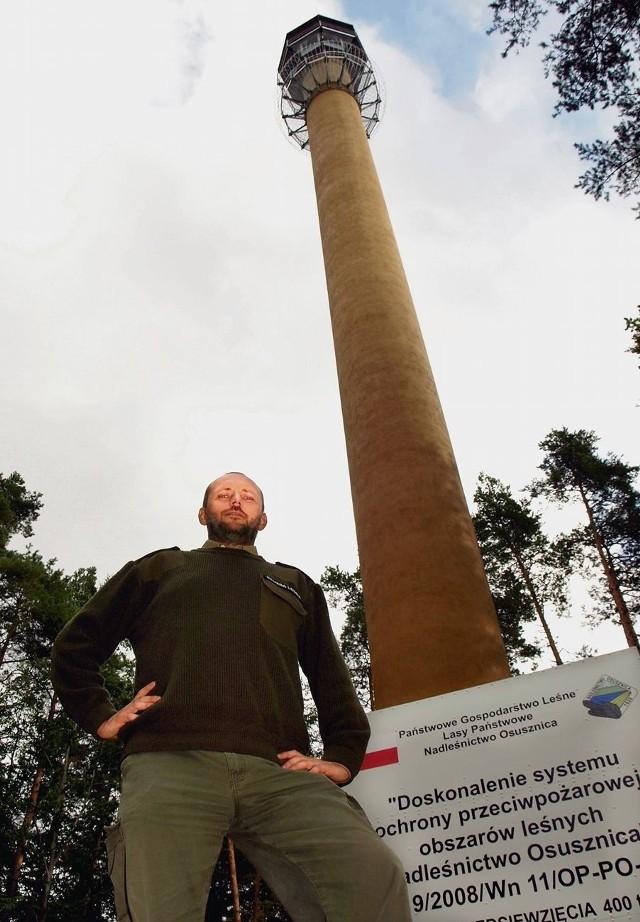 Jarosław Czarnecki przy wieży, która kosztowała 400 tys. zł