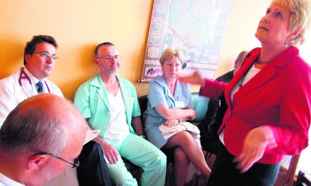 Tymczasem starosta Teresa Kramarczyk pozostaje nieugięta. Sama również pisze do proboszczów