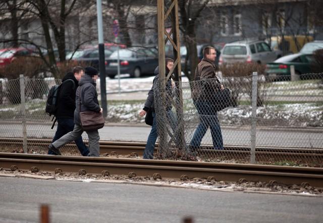 Studenci od lat przechodzą w niedozwolonym miejscu