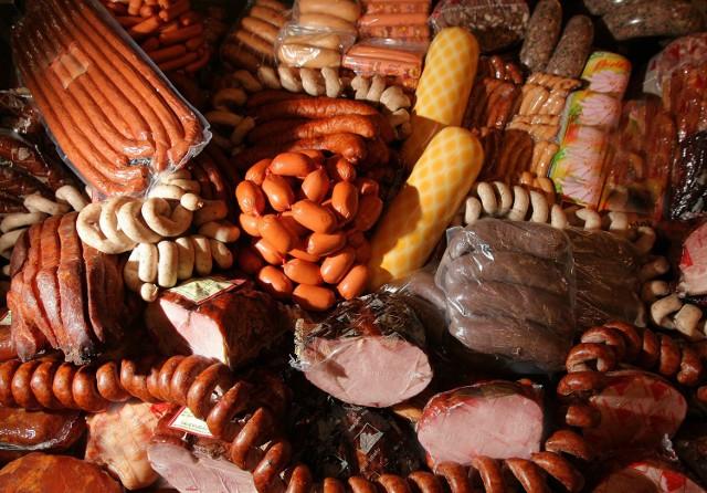 77 pracowników sieci sklepów mięsnych nie było przebadanych