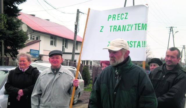 Kilka dni temu mieszkańcy ul. Leśnej wyszli na drogę, by zaprotestować przeciwko planom starostwa powiatowego