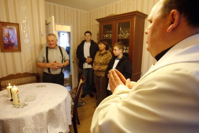 Celem wizyty duszpasterskiej jest poznanie parafian i ich problemów, wspólna modlitwa i błogosławieństwo na nowy rok