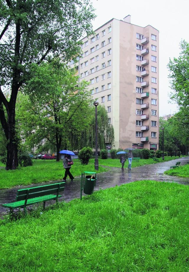 Nastolatek został śmiertelnie dźgnięty nożem przez pseudokibica w okolicy bloku nr 18 na os. Kazimierzowskim