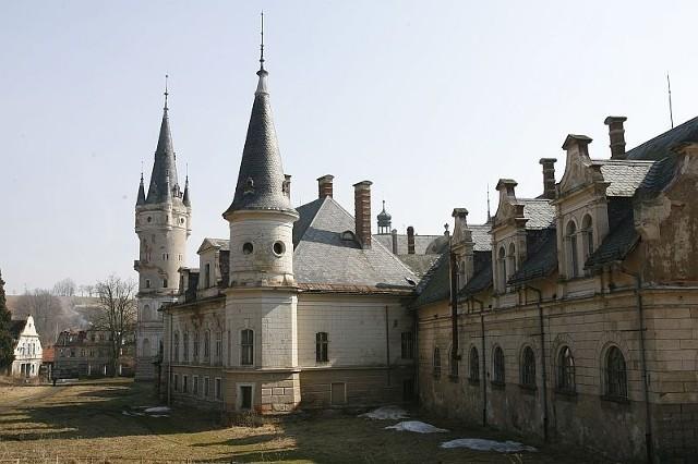 Pałac w Bożkowie, przez lata zaniedbywany, ma odzyskać dawny blask