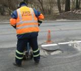 Poznań: Drogowcy łatali dziury. Szyki pokrzyżował śnieg