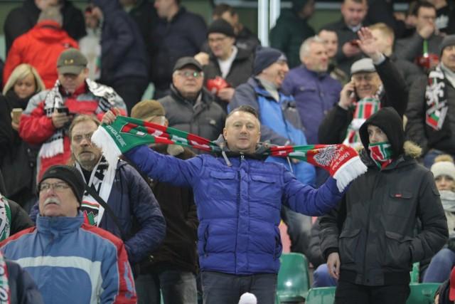 Kibice Zagłębia Sosnowiec głośnym dopingiem wspierali zespół na maczu z Arką Gdynia . Swoich piakrzy dopingowała też grupa fanów Arki.