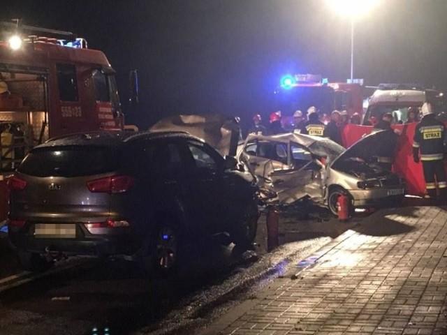 Poszkodowanych trzeba było wyciągnąć z potrzaskanych pojazdów specjalistycznym sprzętem