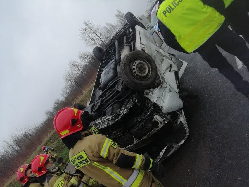 Wypadek na DTŚ w Katowicach. Jedna osoba jest ranna.Zobacz...