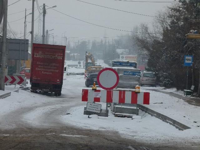 Na razie remontowany odcinek ul. Pabianickiej jest zamknięty dla ruchu. Czy w marcu tędy przejedziemy?