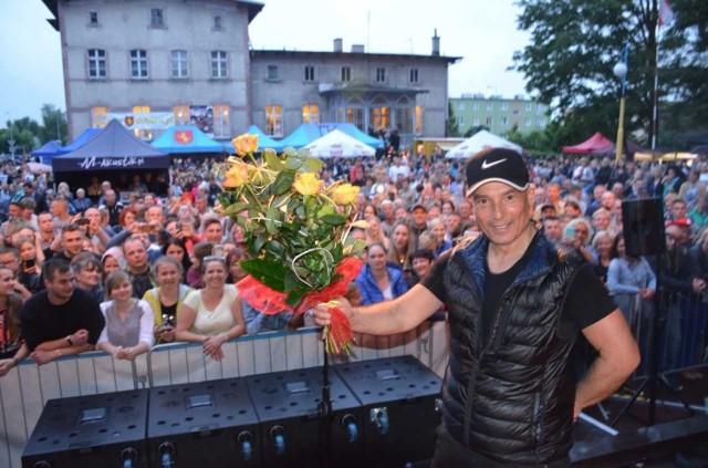 Ci, którzy wzięli udział w świętowaniu Dni Unisławia, miło spędzili czas. Poza zabawami, konkursami, atrakcjami, które towarzyszą przez całe urodziny ich miejscowości, najbardziej wyczekiwane są gwiazdy wieczoru. W Unisławiu wystąpili: Stachursky, Mariusz Kalagi, Boombastic i Bayera. Tańczono pod chmurką, biegano w XIV Półmaratonie i Dziesiątce Unisławskiej. Stachursky porwał unisławian do tańca i wspólnego śpiewania. Na koniec godzinnego koncertu dostał piękne kwiaty.