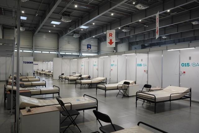 Szpital tymczasowy na MTP nadal stoi pusty. Na terenie Targów na początku stycznia ruszył punkt szczepień.