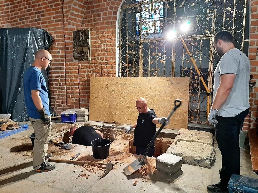 Co kryje w sobie opolska katedralna krypta? Badania...